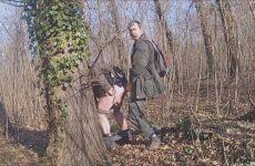 Anus likken in het woud