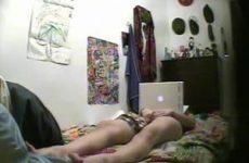 Meisje stiekem gefilmd tijdens het mastuberen