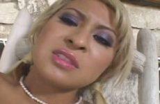 Angel mastubeerd tot ze een orgasme krijgt