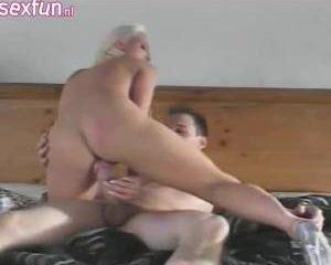 Sexy lingerie grote tieten blond en geil
