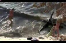 Dronken stel gefilmd tijdens het neuken op het strand
